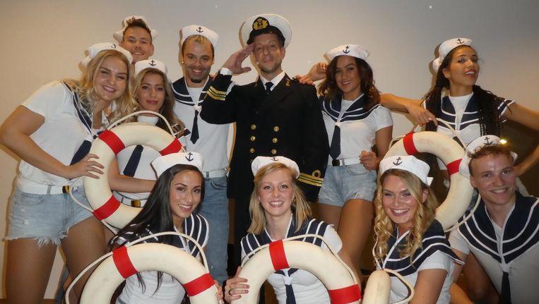 Kapitein Alex Klaasen en zijn bemanning Beeld Schuim