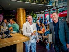 Nieuw grand café CLSNGL naast metrostation Beurs open