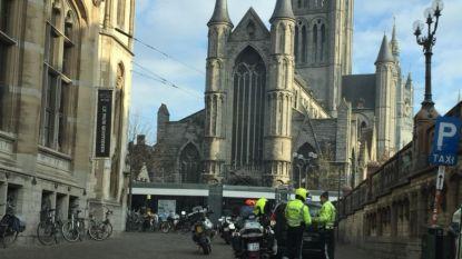 Taxi's massaal gecontroleerd als onderdeel van opleiding bij wegpolitie
