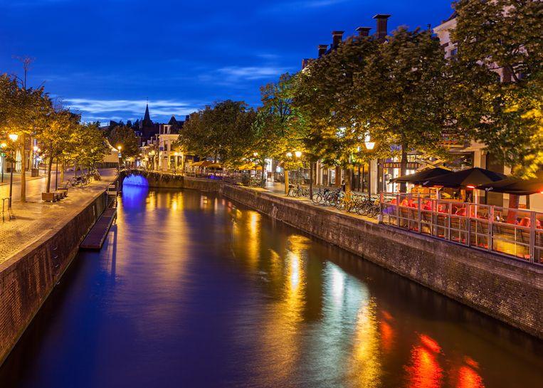 Een van de grachten in Leeuwarden, dat dit jaar de status van Europese culturele hoofdstad heeft. Beeld Shutterstock / Shahid Khan
