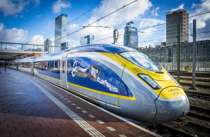 De Eurostar maakt al testritten op de treinverbinding tussen Amsterdam en Londen, toch wordt die volgens de staatssecretaris pas in 2020 operationeel.