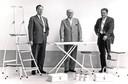 Oudere generatie Van Elderen met enkele Brabantia-producten.