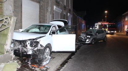 Automobilist ramt drie geparkeerde wagens