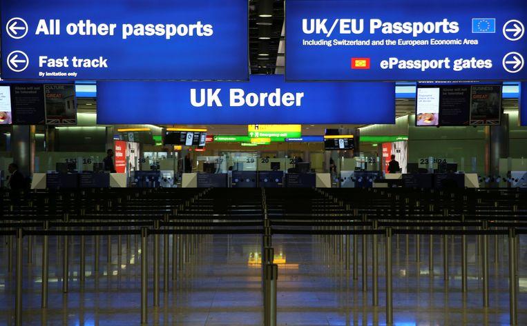 Grenscontrole op het Londense vliegveld Heathrow Beeld Reuters