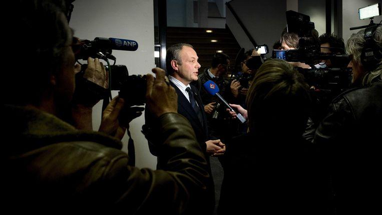 Burgemeester Henri Lenferink beantwoordt vragen van de media op het stadhuis van Leiden. Beeld ANP