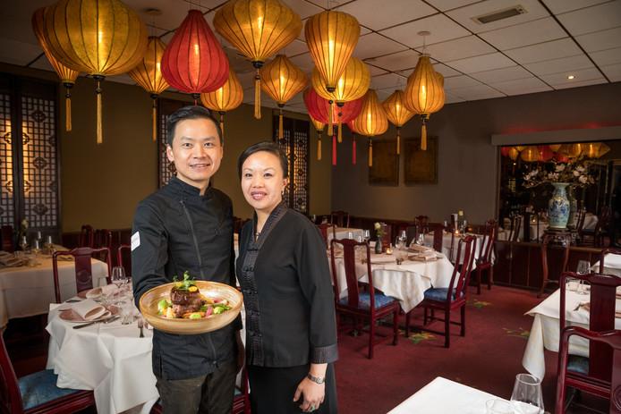 Eigenaresse Shuping Chen-Wu en chefkok-eigenaar Jie Chen in restaurant Ni Hao in Nunspeet.