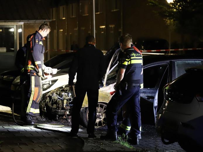 De uitgebrande auto in de Herenstraat