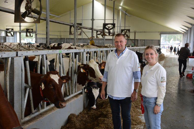 Frank Quirynen en Elise Dispersyn in de gloednieuwe koeienstal van het bedrijf.