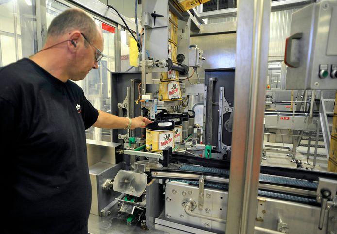De productielijn van de PerfectDraft bij Dommelsch in Dommelen.