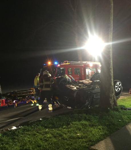 Auto belandt op de kop bij botsing in Boekel; één persoon gewond