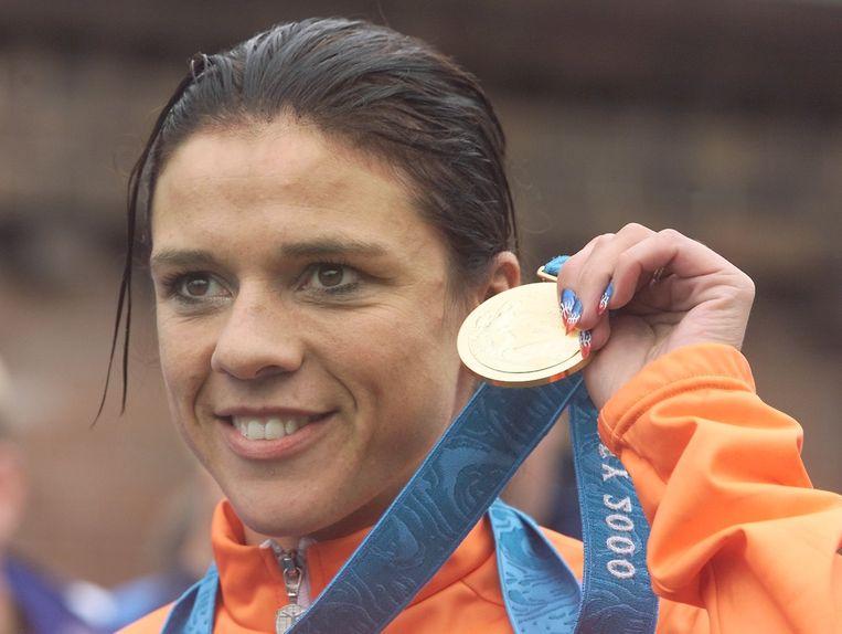 Leontien van Moorsel na het winnen van een gouden medaille tijdens de Olympische Spelen in Sydney in 2000. Beeld afp