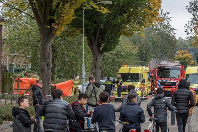 Veel publiek na het dramatische incident in de Haaftenlaan in Tiel.