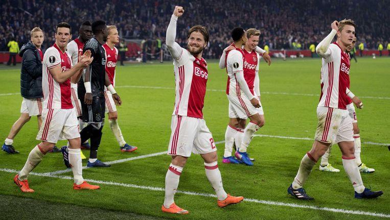 Blije Ajax-spelers na de 2-0 zege op FC Kopenhagen. Beeld anp