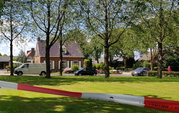 Het witte busje werd 's morgens na de liquidatie geparkeerd in Winssen.
