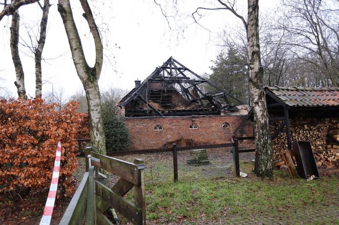 Veel schade na de brand in een boerderij in Bladel.