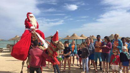 VIDEO: Brugse leerkracht, verkleed als kerstman, onthaald als rockster in Egypte