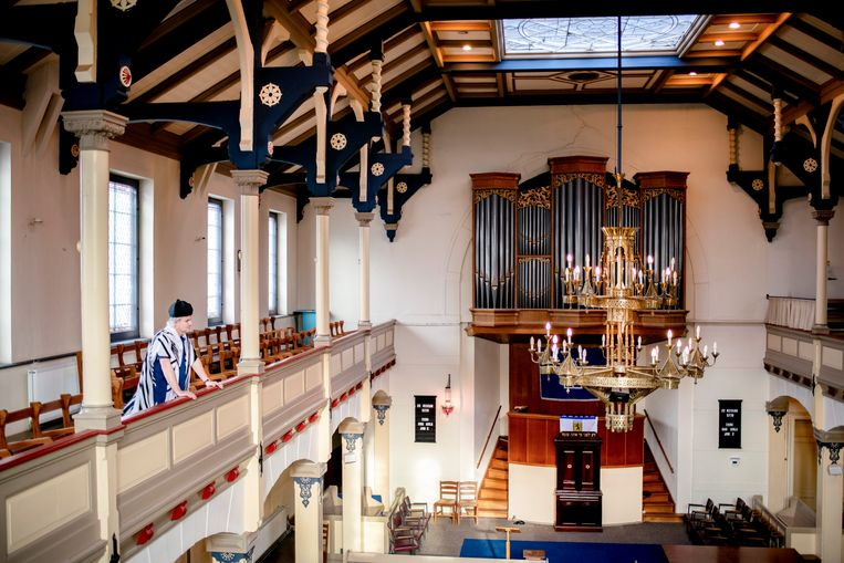 17-04-2018, Deventer Tom Fürstenberg, voorzanger van de synagoge Beth Shoshanna. Foto: Bram Petraeus Beeld