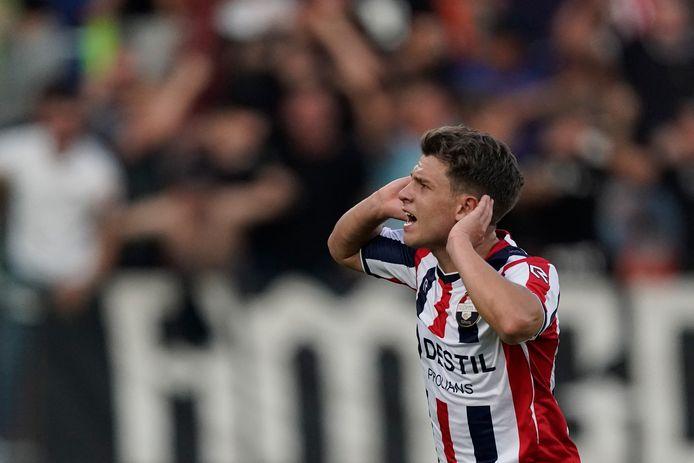 Mats Köhlert viert een van zijn treffers tegen Emmen.