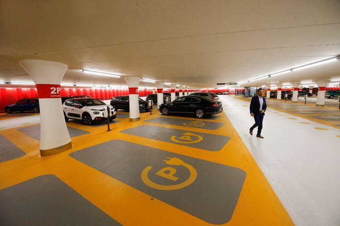 Parkeergarage Croeselaan, vlak na de ingebruikname.