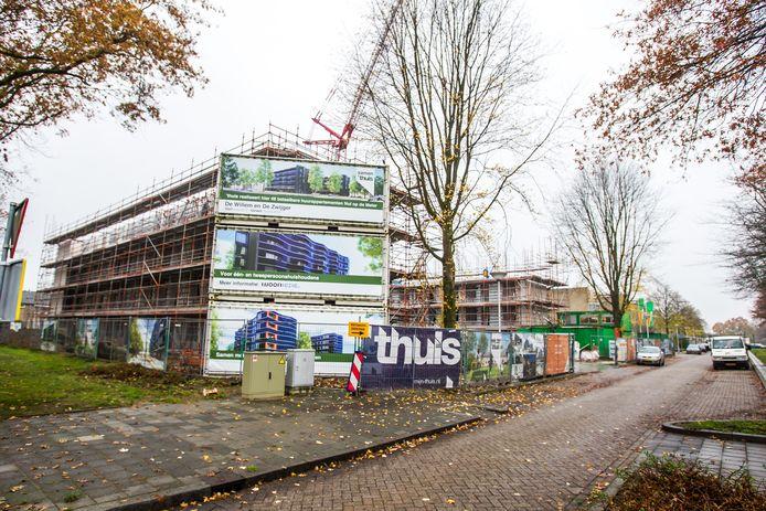 De Willem en De Zwijger aan de Willem de Zwijgerweg in Best zijn Nul op de Meter-appartementencomplexen, zeer duurzaam en met veel zonnecellen. De balkons zijn zo gemaakt dat ze optimaal zon pakken én meer ruimte bieden.