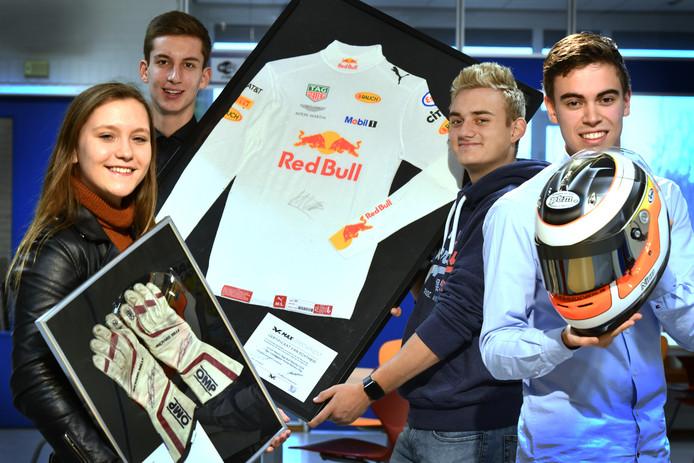 Anika, Cornee, Mees en Rob veilen Formule 1-spullen om stamceldonatie mogelijk te maken.