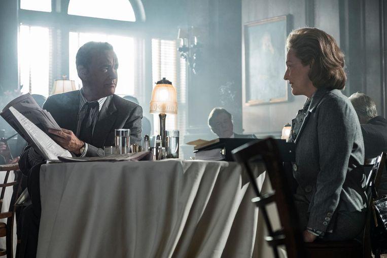 Tom Hanks als Ben Bradlee en Meryl Streep als Katharine Graham in The Post. Beeld null