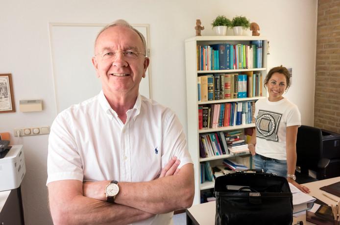 """Scheidend huisarts Hans Smit uit Ermelo wil niet achter de geraniums gaan zitten. ,,Ik wil Spaans leren, genieten van een rondreis door Europa en natuurlijk ook de vakliteratuur bijhouden."""""""