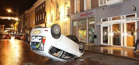 Totale chaos in Den Bosch: winkels geplunderd, auto opgeblazen