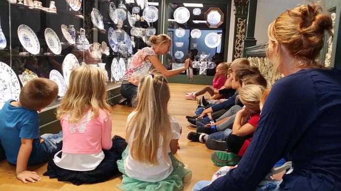 Archieffoto: De foto toont de kleuters van IKC de Waterlelie (Rokkeveen, Zoetermeer) die een dag naar het Gemeentemuseum in Den Haag zijn gegaan.