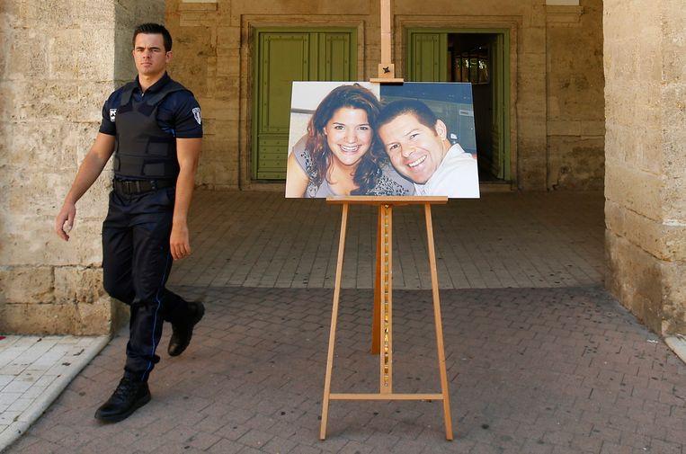 Twee weken geleden werden agent Jean-Baptiste Salvaing en zijn vrouw Jessica Schneider in hun huis in de buurt van Parijs doodgestoken door jihadist Larossi Abballa.