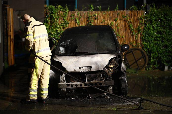 Aan de Jac. P. Thijsselaan in Zwolle is vanavond opnieuw een auto uitgebrand.