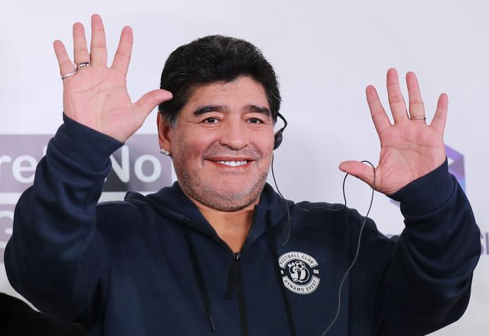 Maradona bij een persconferentie bij Dinamo Brest.
