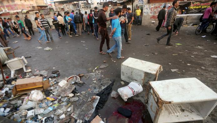 Beelden van na de aanslag op de markt in Bagdad