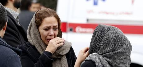 Reddingswerkers bereiken wrak van neergestort Iraans vliegtuig