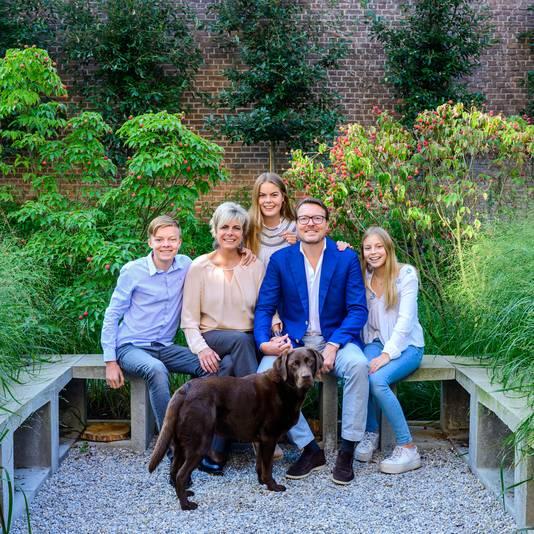 Prins Constantijn en prinses Laurentien met hun kinderen Eloise, Claus Casimir en Leonore in 2019.
