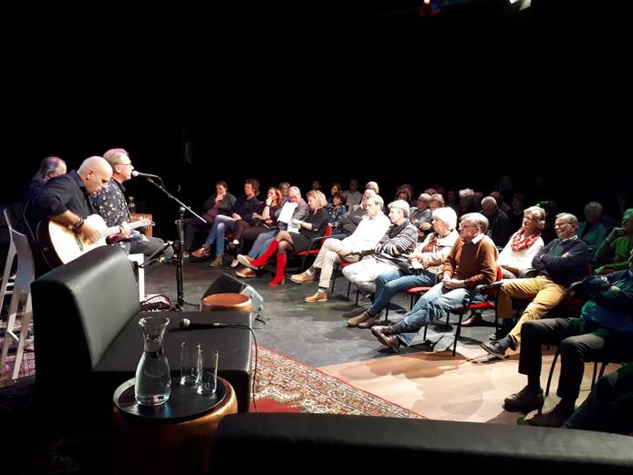 Optreden van de Joe Cocker Tribute Band met Erik Hagelstein, die afscheid nam als presentator van het Nieuwscafé.