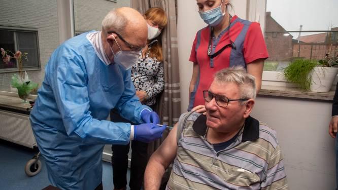 """Vaccinaties voor 302 bewoners van rusthuizen Hof ten Kouter, Kouterhof en Zorgcentrum Lemberge: """"99% van de bewoners is ingeënt"""""""