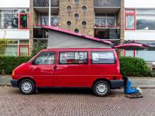 George laat zijn oude Volkswagenbus op zonne-energie rijden: 'Dan ben je niet meer gebonden aan een camping en kan je je neus achterna rijden'