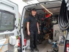 Bijna iederéén in Soest kent fietsenmaker Stuart (49): 'Ik repareer kapotte fietsen bij de mensen thuis'