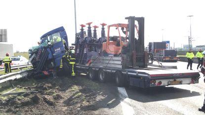 E19 richting Antwerpen afgesloten in Meer door ongeval met vrachtwagens