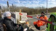Grenzeloze liefde in coronatijden: hoogbejaard duo heeft elke dag date aan Deens-Duitse grens
