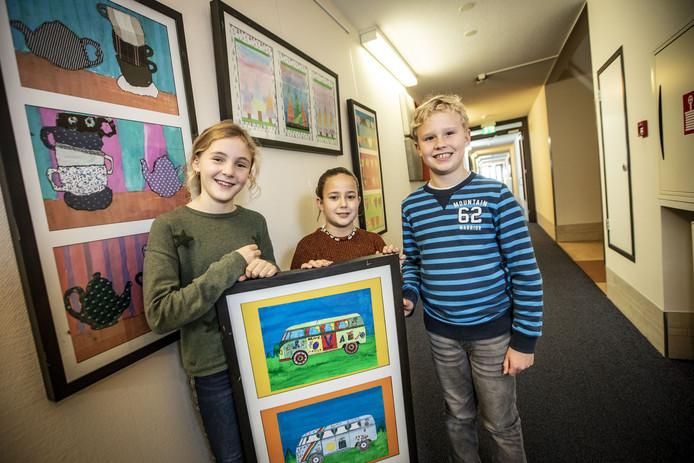 Jonge kunstenaars, met van links naar rechts Suze Lenferink, Diede Moret en Martijn Beuker.