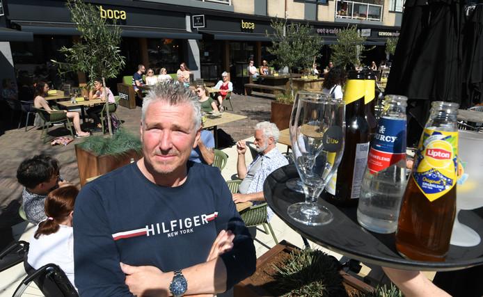 """Harold Goessens, eigenaar van café Boca aan Het Rond in Houten: ,,Ik reken op niks dan gezeur van de gemeente."""""""
