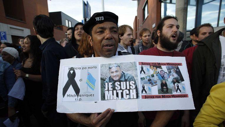 Een demonstratie om Mitch Henriquez te herdenken in de Schilderswijk. Beeld epa