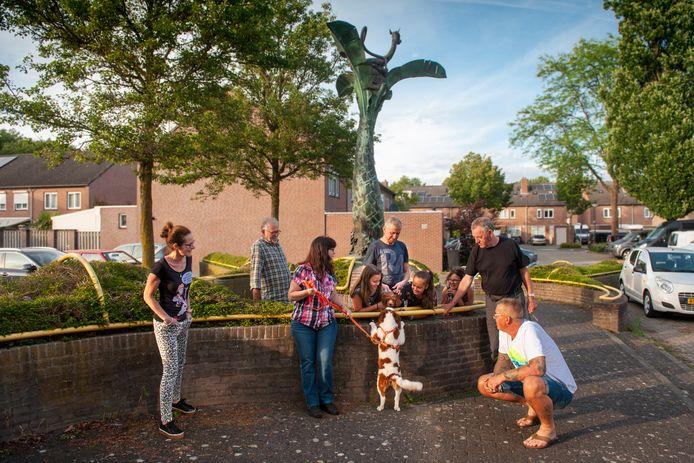 De Bloemenwijk in Schijndel, een draak van een wijk?  Op het Narcishof denken ze daar heel anders over.
