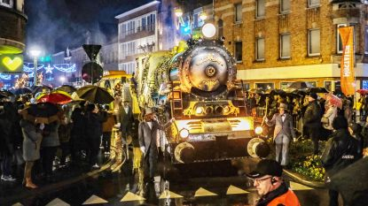 25.000 mensen genieten ondanks regen van Nostalgie Christmas Parade
