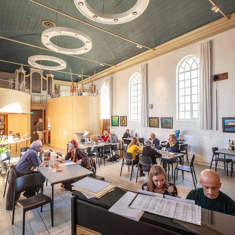 Lunchconcert op een zondagmiddag in het kerkje van Klein Wetsinge.  Beeld Harry Cock/de Volkskrant
