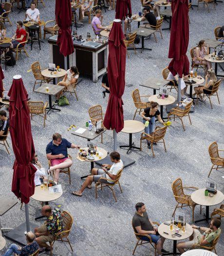 Volle terrassen en cafés: meer dan tien coronawaarschuwingen voor Utrechtse horeca