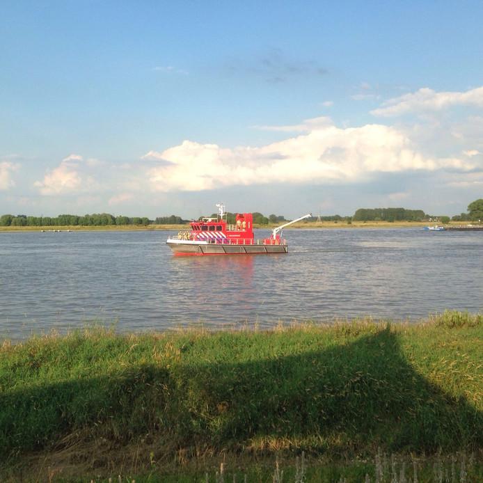 Ook de blusboot van de brandweer werd ingezet bij de zoektocht.