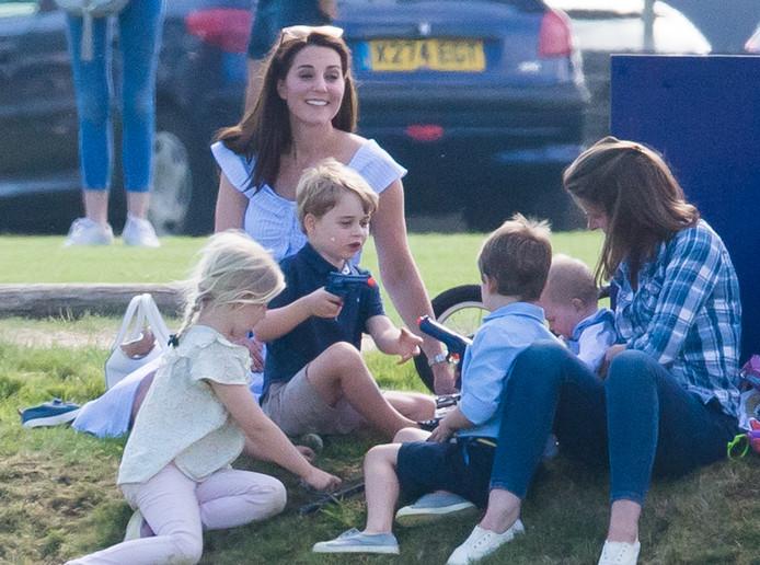 Prins George met een speelgoedpistool afgelopen zondag bij een polowedstrijd.